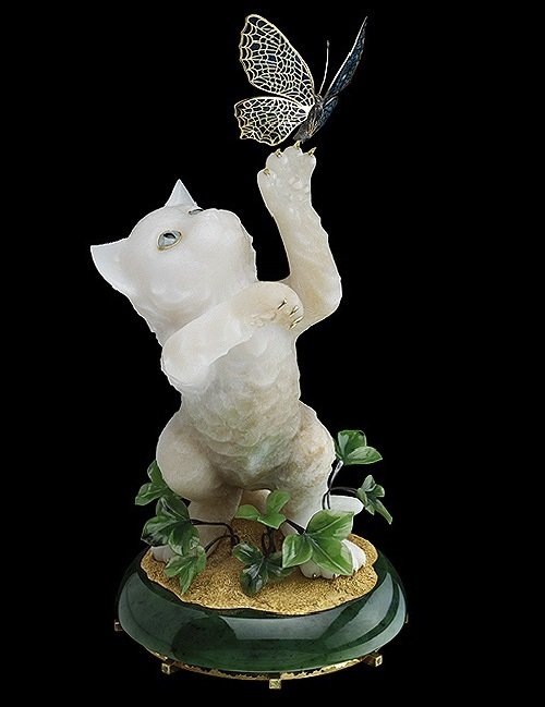 Kitten. Gold, silver, diamonds, aquamarines, chrysolite, white jade, jade green, multi-colored stained glass enamel, gold-plated