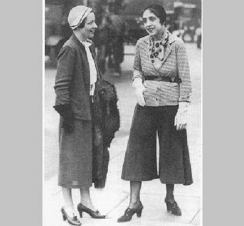 Elsa Schiaparelli twelve commandments. Elsa in a skirt-pants. London. Around 1935