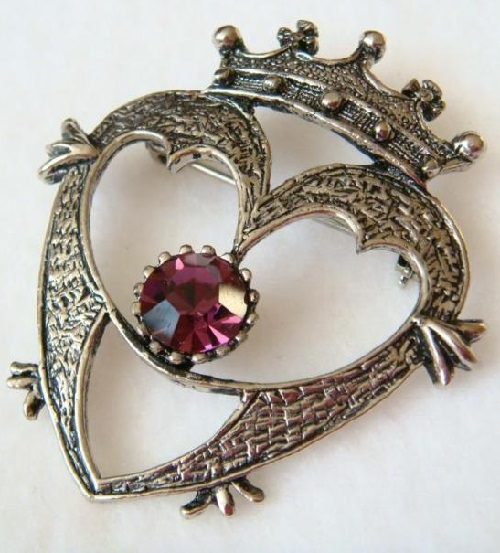 Vintage brooch Luckenbooth, heart-shaped, topped with a crown. Manufactured by 'CLAIRE GARNETT', United Kingdom