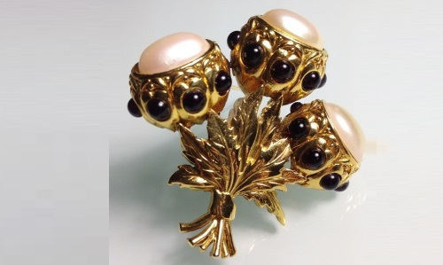 Vintage brooch with a thistle bouquet. The brooch is decorated with dark red cabochon, decorated with large baroque pearls. USA, 1980