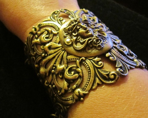 Bracelet 'Queen of Guinevere' made of bronze, Art Nouveau style