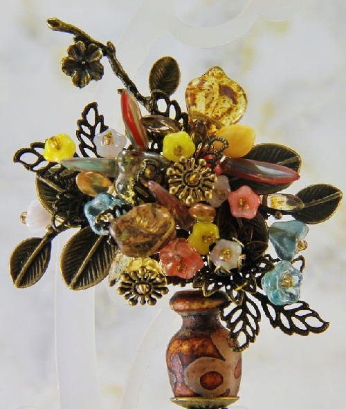 Brooch 'All the colors of autumn'. From the collection of 'Flowers in a Vase'