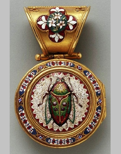 Insect Jewellery Kaleidoscope. Medallion Scarab beetle. Gold, enamel, micro-mosaics. Italy, mid 19th century