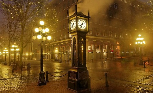 Rendezvous under the clock