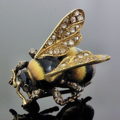 Insect jewellery symbolism. Victorian brooch. Gold, enamel, diamonds