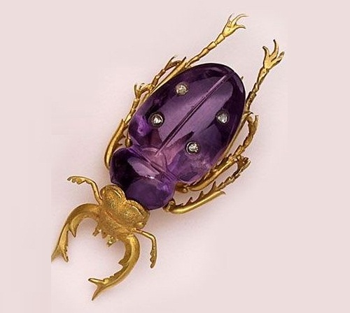 Insect jewellery symbolism. Victorian brooch. carved amethyst, diamonds, gold