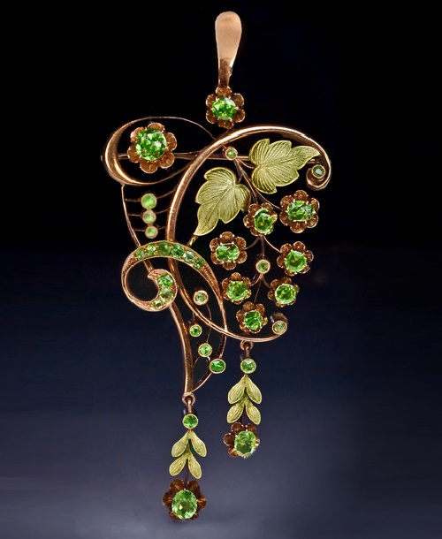 An Art Nouveau Demantoid Garnet and Two-Color Gold Pendant-Brooch, Russian Art Nouveau jewellery
