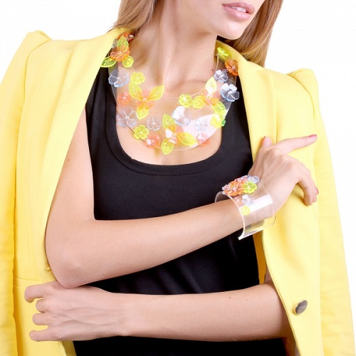 Collier-collar made of plastic, decorated with flowers
