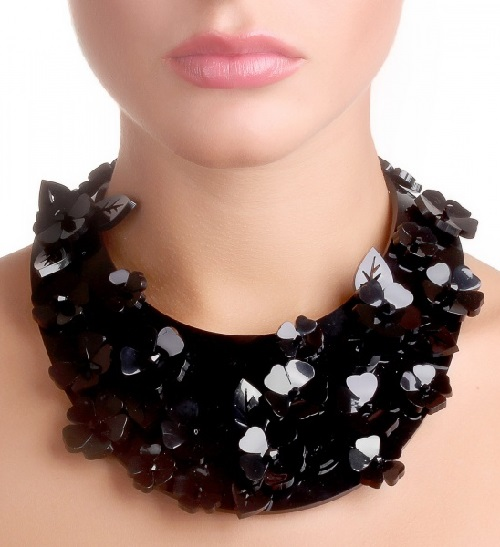 Collier-collar made of plastic, decorated with large flowers and leaves