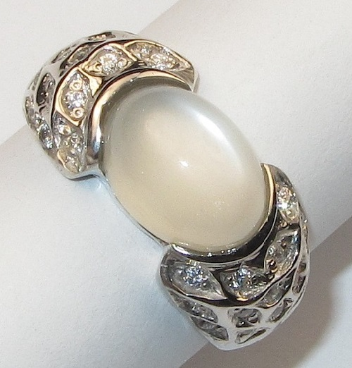 Moonstone in silver. Jeweller InGо