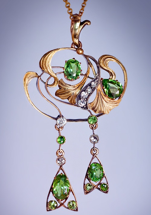 Russian Art Nouveau jewellery Demantoid and Diamond Pendant Necklace, made in Kazan between 1908 and 1917