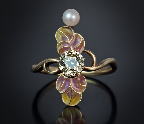 Russian Art Nouveau diamond and pearl antique ring. Moscow, between 1908 and 1917