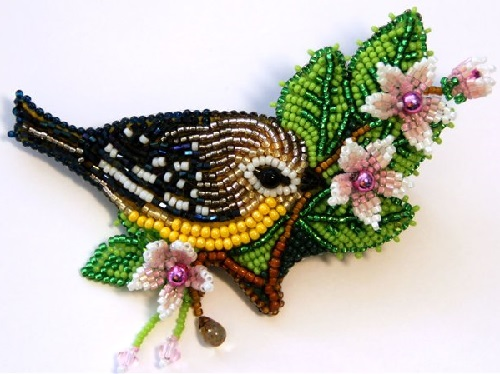 A Bird. Miniature beaded brooches by Lyubov Tyurina