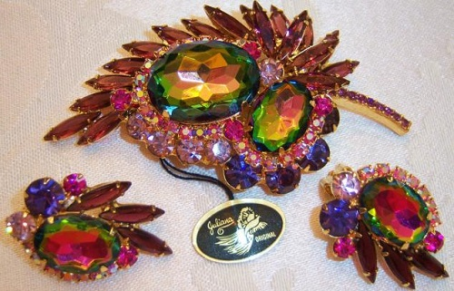 Brooch and earrings with a tag Juliana