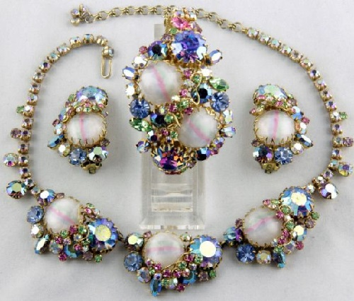Brooch, earrings and necklace