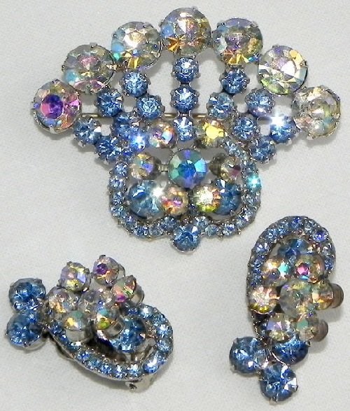 De Lizza & Elster (Juliana) set of Blue crown brooch and clips