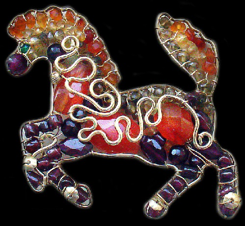 Horse bringing luck. Brooch of filled gold, garnet, citrine, carnelian, chrome diopside