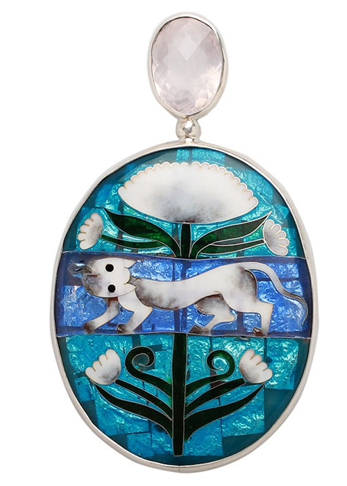 Large brooch-pendant with a picture of a snow lion
