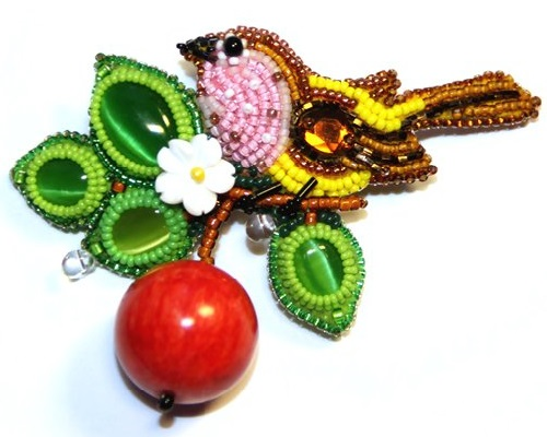 Ripe Apple. Miniature beaded brooches by Lyubov Tyurina