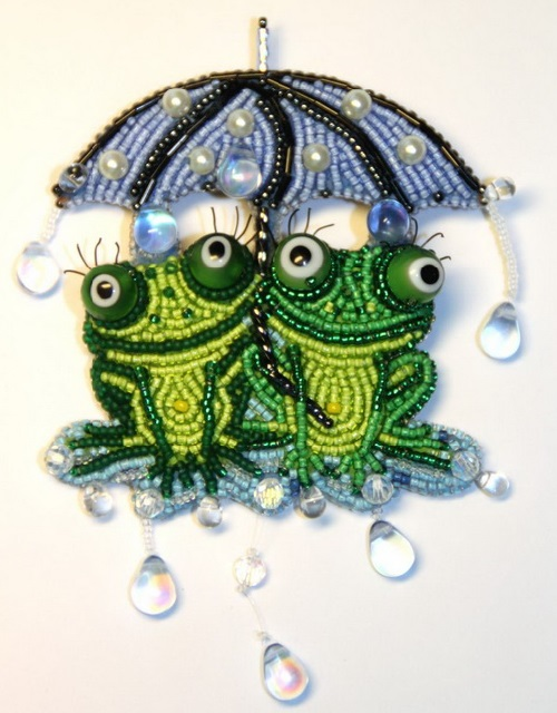 Two frogs under rain