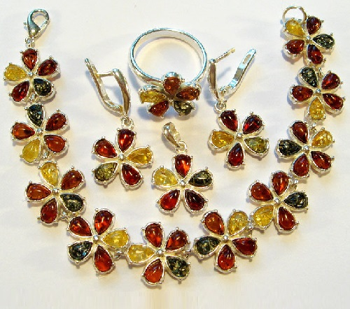 Bracelet, earrings, pendant and ring of amber