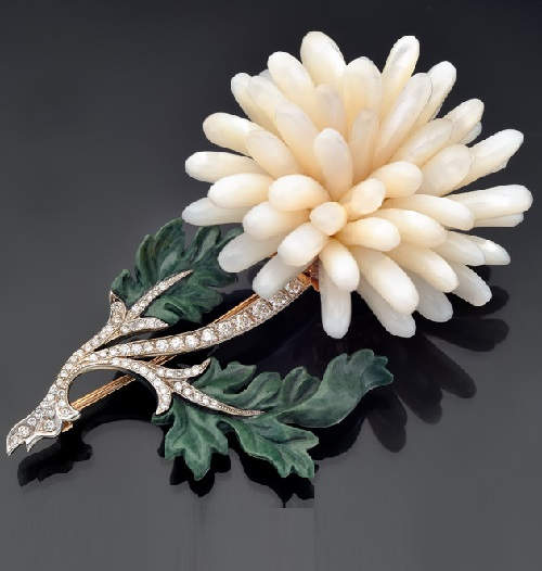 Brooch in gold with diamonds, jasper and mother of pearl. Ekaterina Kostrigina jewellery