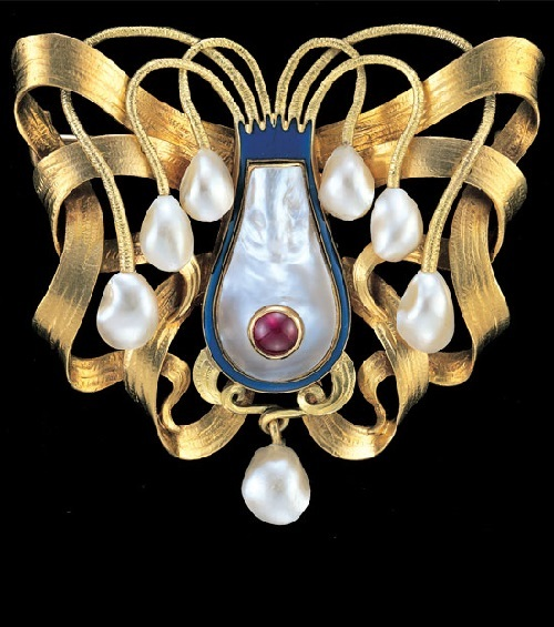 Cranach Art Nouveau jewellery. Cuttlefish. Superb Symbolist Brooch. Gold Enamel Pearl Ruby. Marks – 'WLC' monogram. German, c.1900