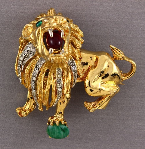 Hattie Carnegie Signed Lion brooch