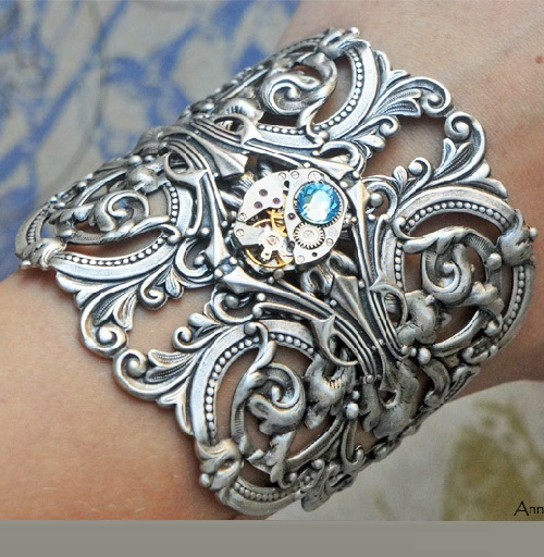 Steampunk bracelet 'Chic era'