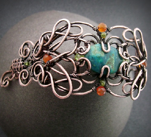 The bracelet made of copper wire, chrysocolla, vessonita beads, quartz, carnelian. Patinated and polished