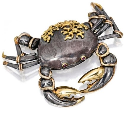 Cancer brooch-case. 18 karat gold, silver and ruby