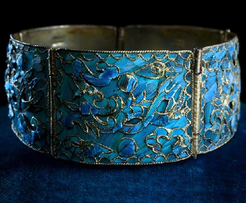 Bracelet decorated with blue kingfisher feathers