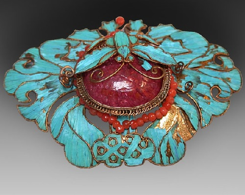 Brooch encrusted with blue kingfisher feathers