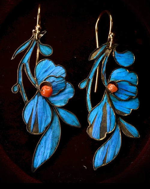 Earrings encrusted with blue kingfisher feathers