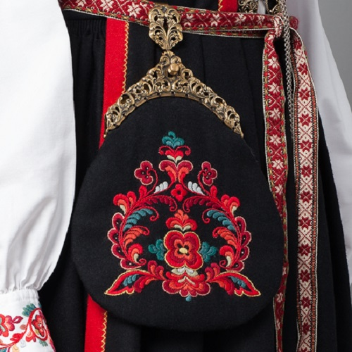 Example of a typical Bunad embroidery