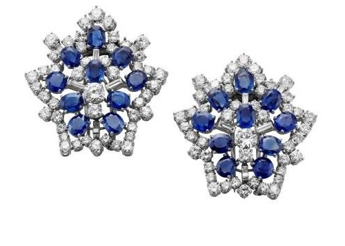 Pair of brooches in platinum, sapphires and diamonds, ca 1955