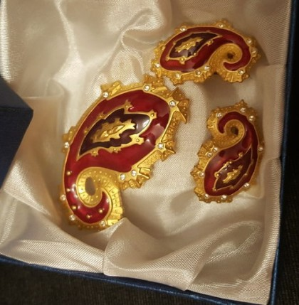 Rare collectible brooch and clips Paisley marked Bob Mackie