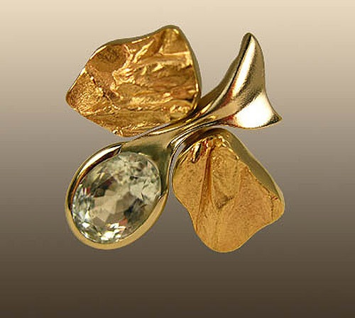 Ring Mountain Stream. Lemon and white gold, red gilding, aquamarine