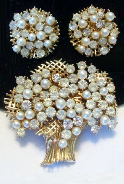 Exquisite bouquet Set of brooch and clips Francoise by Coro