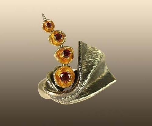 Silver ring with garnets and gold leaf 'Wind'