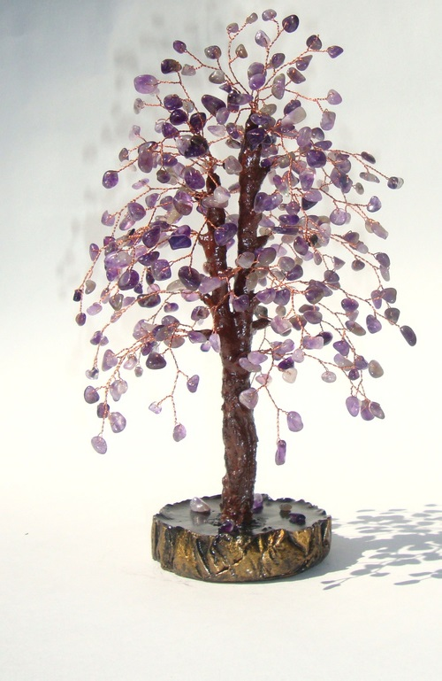 Tree of amethyst. Amethyst stone - a stone that protects against the enemy, helping to get married, brings wealth and good luck