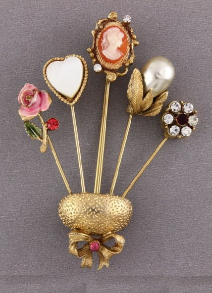 Needle bed Brooch
