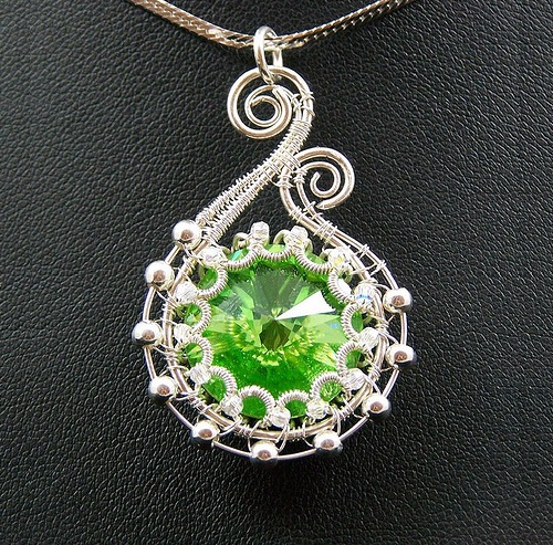 Wire work pendant - Seed