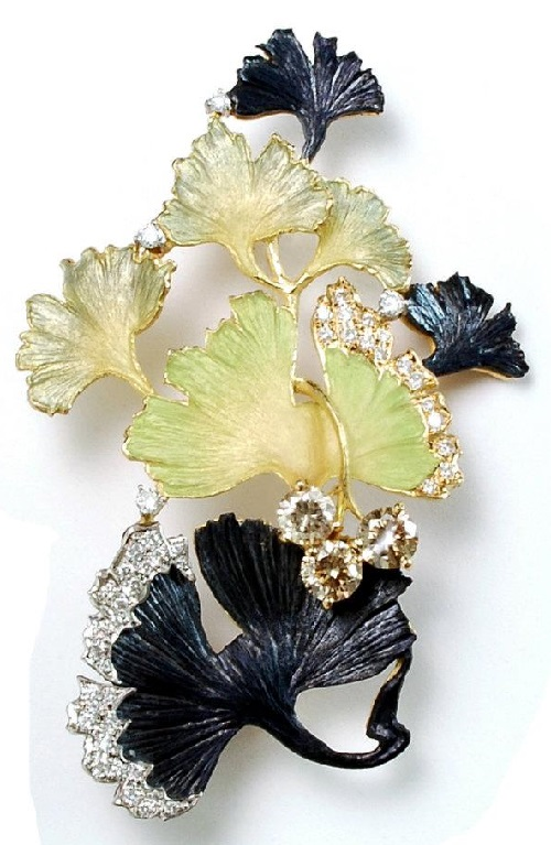Beautiful brooch from the collection 'In the Garden' by Japanese master Kunio Nakajima