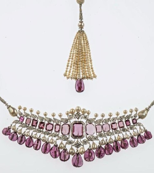 Choker necklace, Bhagat, Mumbai, 2012 Platinum, diamonds, spinels and pearls