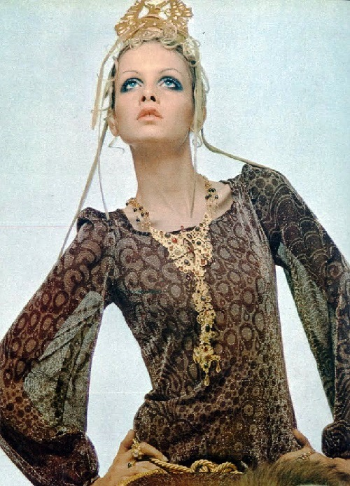 Jewelry and accessories worn by Twiggy