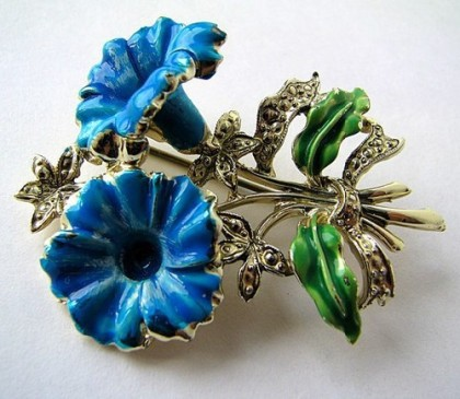 Petunia Vintage brooch from Exquisite