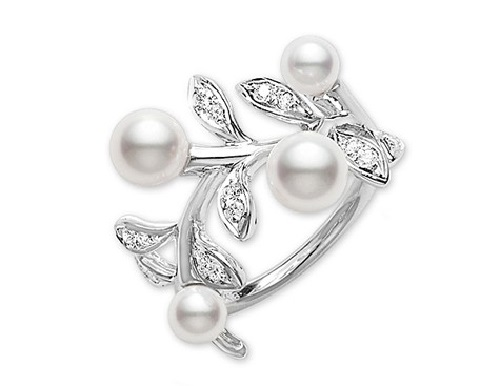 White pearl and diamond Mikimoto jewelry