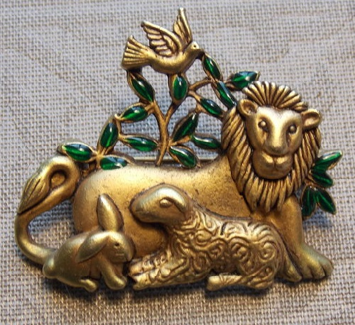 Brooch vintage golden color with a beautiful peaceful plot. Leo, lamb, rabbit and pigeon. Danecraft vintage costume jewellery