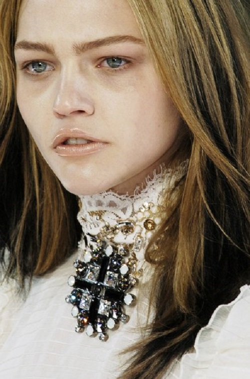 Sasha Pivovarova in Chanel Fall 2006